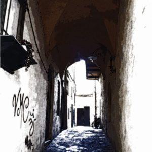 Wit-Blauwe Italiaans Straatje in Lucca