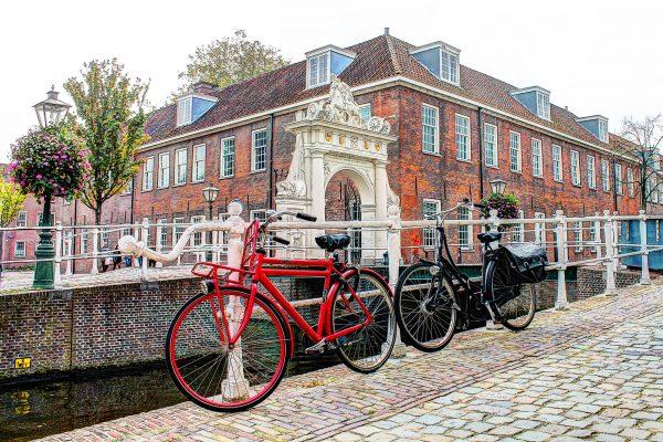 Fietsen bij het Arsenaal Leiden