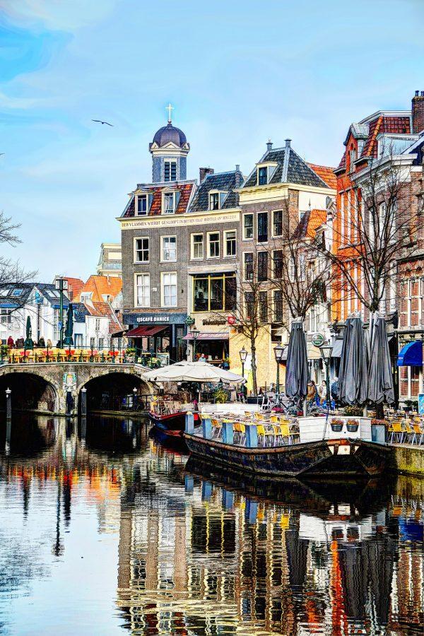 Nieuwe Rijn met Hartebrugkerk te Leiden