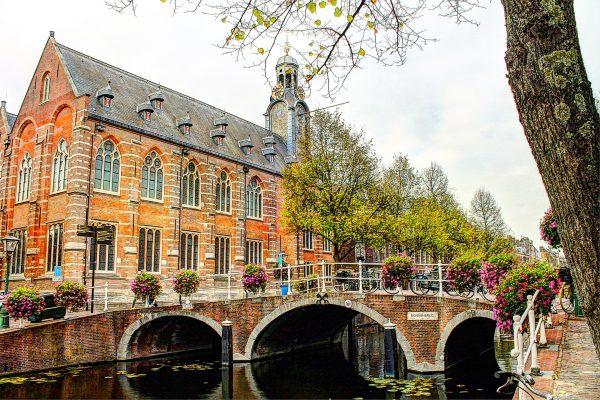 Nonnenbrug met Academiegebouw Leiden